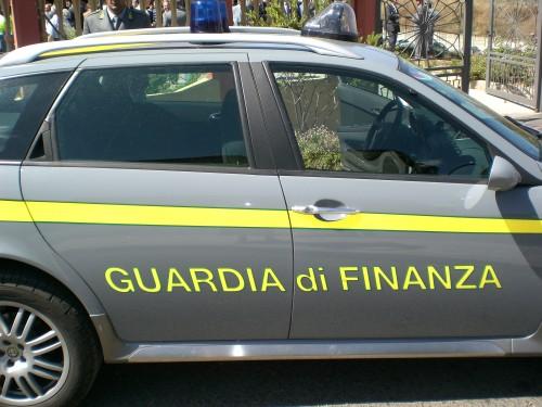 guardia di finanza auto