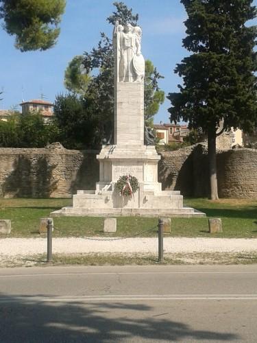 Fano_-_Monumento_ai_caduti