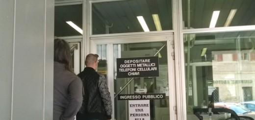 Controlli con il metal detector al Tribunale di Ancona