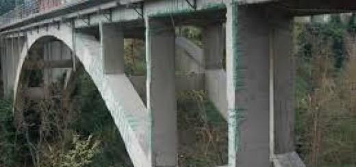 ponte di urbania che crolla