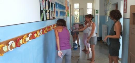 Scuola: genitori tinteggiano aule