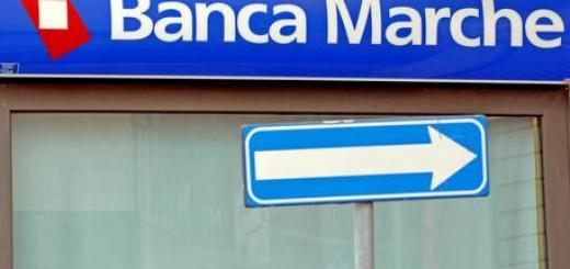 Insegna Banca Marche con freccia di direzione