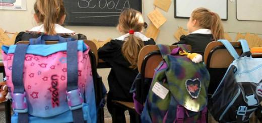 Scuola studenti giovani ragazzi minori adolescenza adolescenti elementare elementari allievi