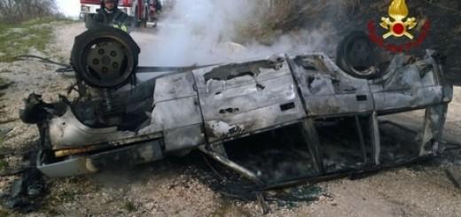 Incidenti stradali: auto a fuoco, muore padre, figlia ferita