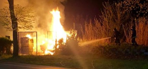 Incendi: a fuoco deposito oggettl vintage