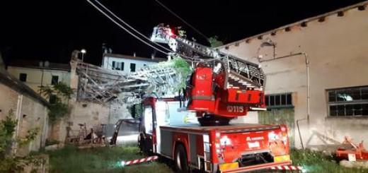 Crolla palazzina disabitata ad Ancona in via Maggini