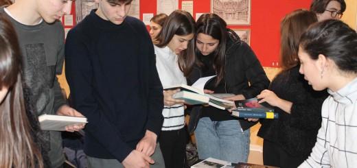 PREMIO LETTERARIA 2019 distribuzione libri agli studenti (1)