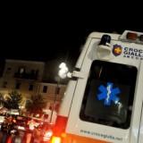 Sanità: ambulanza nel traffico ad Ancona (notturno)
