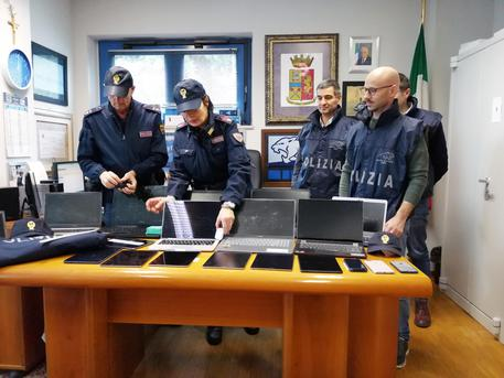 Furti: razzia di computer e tablet in auto, due arresti a Fano