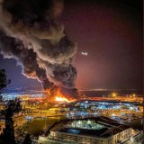Grande incendio divampa nel porto di Ancona